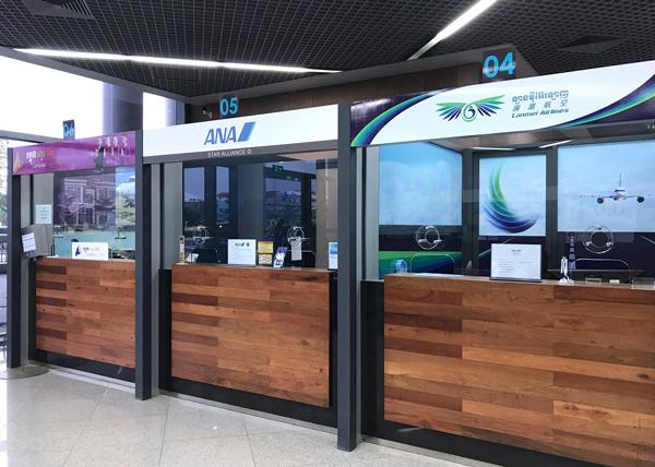 ANAやランメイ航空のチケットカウンター