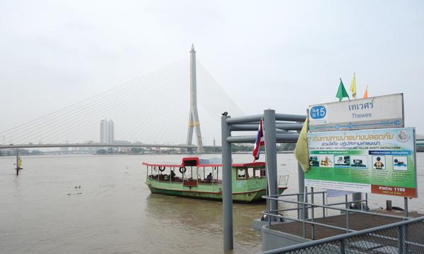 チャオプラヤー川のテウェート船着場