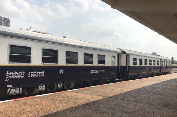 シアヌークビル行き列車