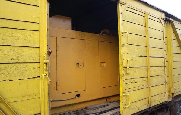 貨物車に積まれた発電機