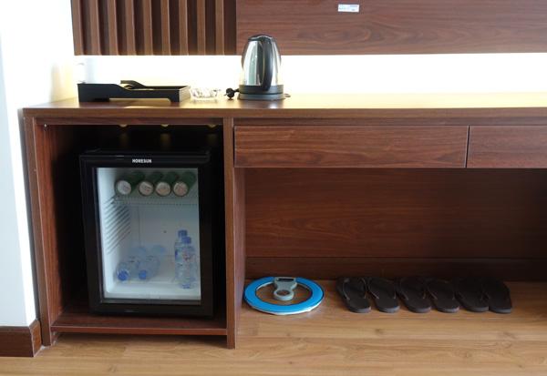冷蔵庫、電気ケトルなど