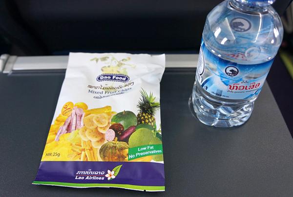 水とドライフルーツ