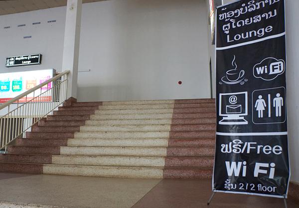 ラウンジ、Wi-Fiの看板