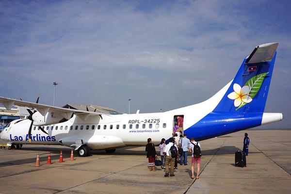 ラオス国営航空のATR72型機