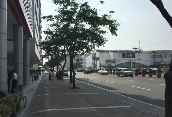 ホテル前の道路