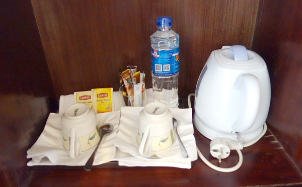 電気ケトル、水、コーヒー、紅茶