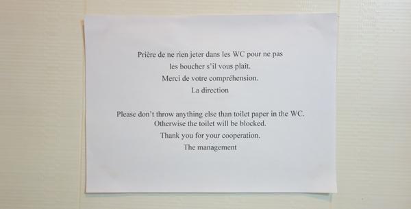 注意書きはまずはフランス語から