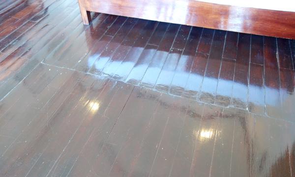 ピカピカに磨き上げられた床