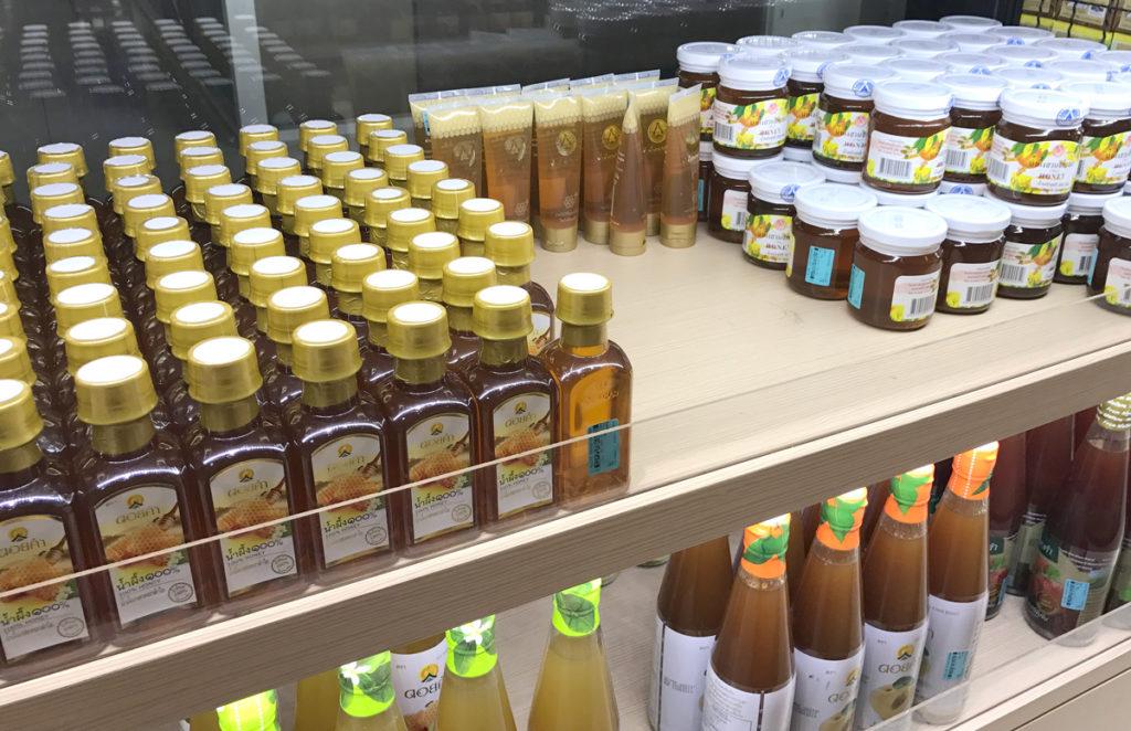 ハチミツも様々な種類が揃う