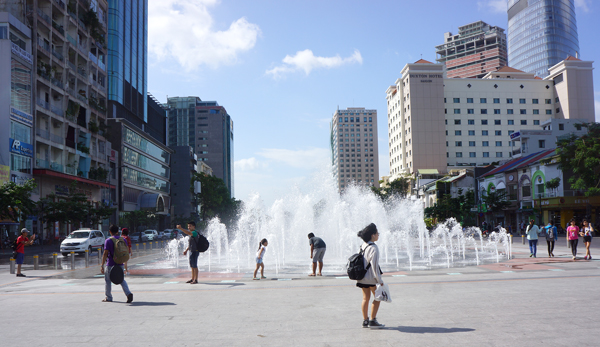 グエンフエ通りの広場