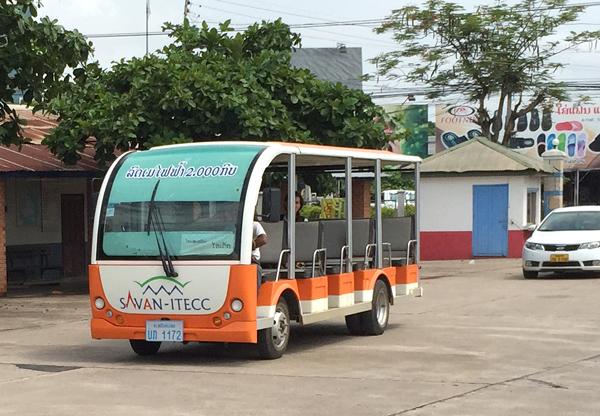 サワンITECC行きの電気自動車