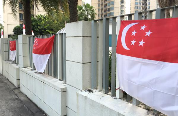 コンドミニアムに掲げられた国旗
