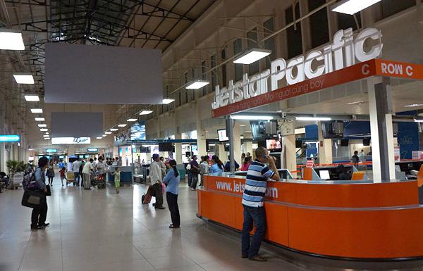 タンソンニャット国際空港 国内線ターミナル内の様子
