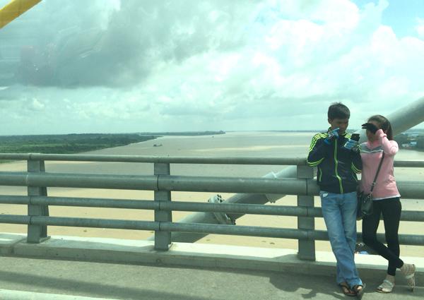 つばさ橋のカップル