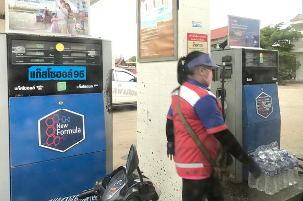 給油のために停車