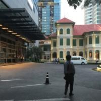 Wバンコク内に建つサートーンマンション