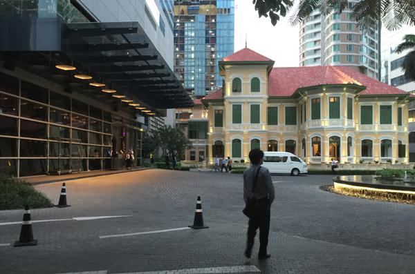 Wバンコク内に建つルアン・サートーン・マンション