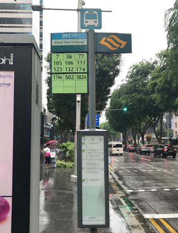 オーチャードロードのタイ大使館前のバス停