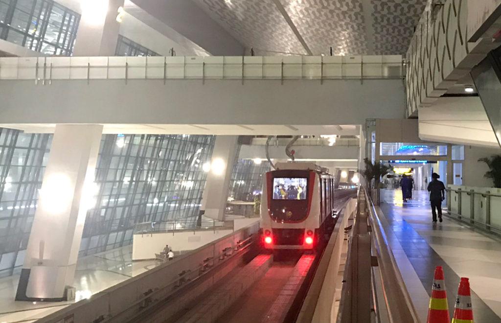 ターミナル3を出発するスカイトレイン