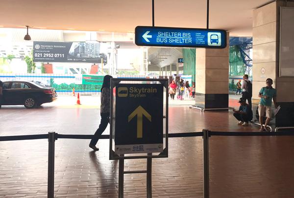 ターミナル2の案内表示