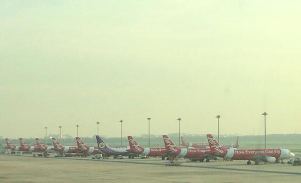 タイ・エアアジア機がずらりと並ぶ
