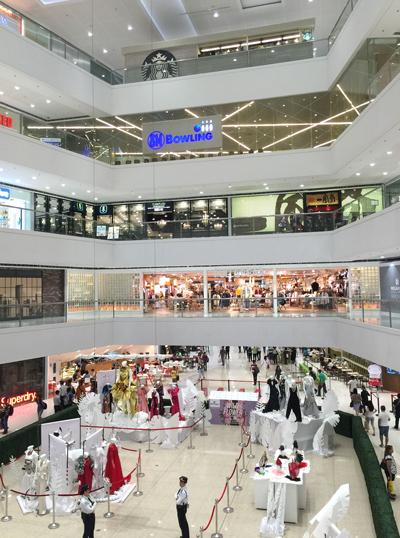 巨大なショッピングモール SMメガモール