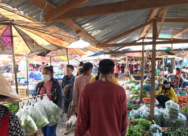 市場を散策
