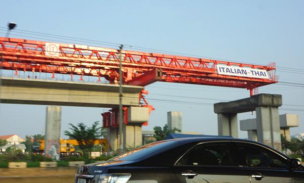 建設中のSRTダークレッドライン
