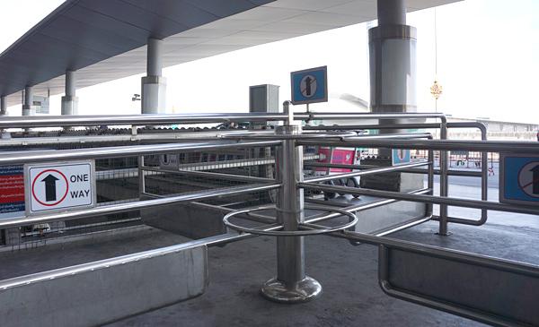 スワンナプーム空港出発階のゲート