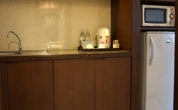 冷蔵庫、電子レンジ、流し台
