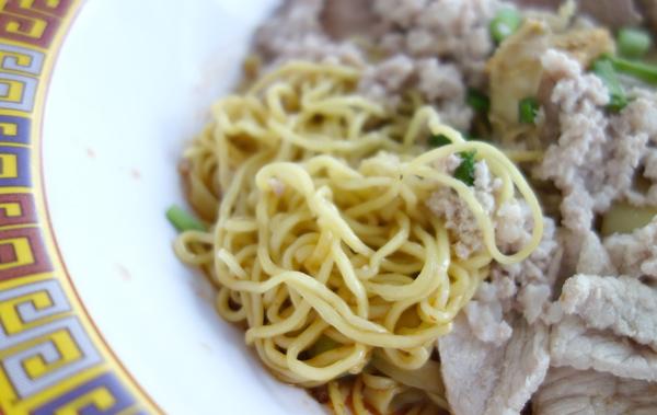 麺は細麺タイプ