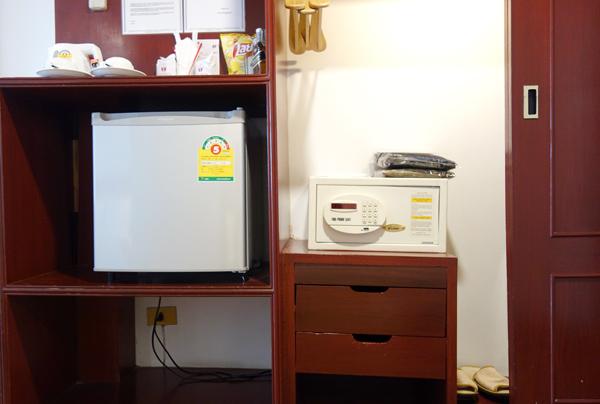 冷蔵庫、金庫など