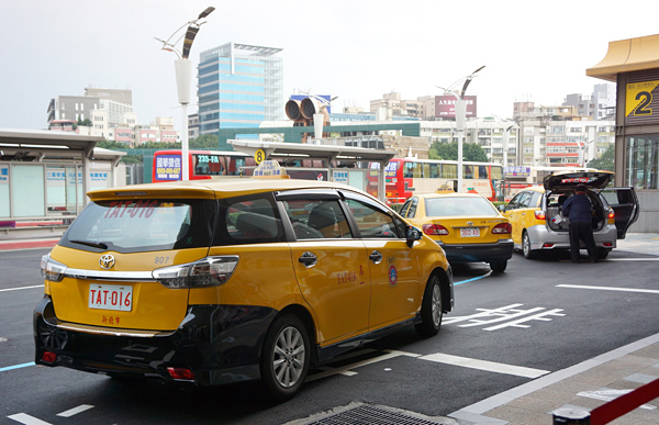 台北松山空港のタクシー乗り場