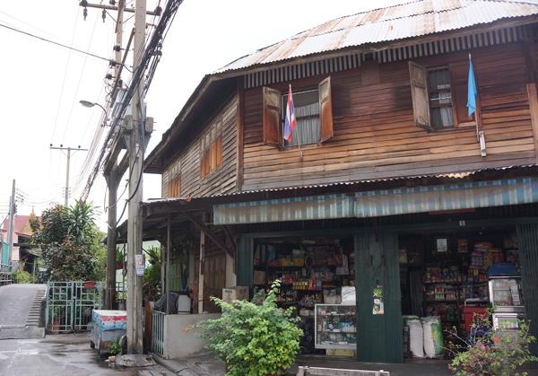 タラート・プルーの伝統的な家屋