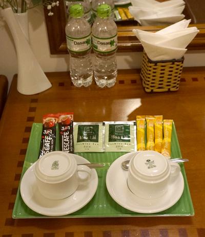 無料の水、コーヒー、紅茶など