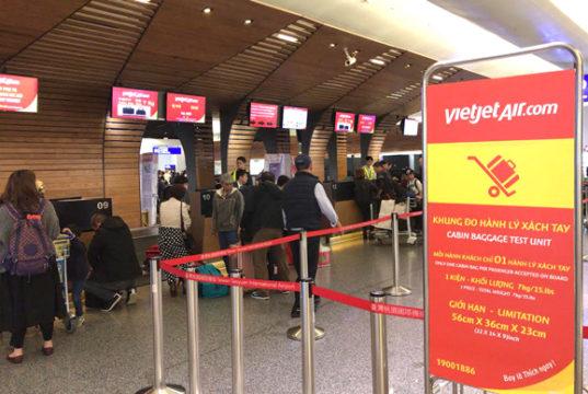 台湾桃園国際空港内のベトジェットエアのチェックインカウンター