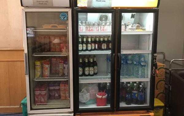 ビール、水、ジュースなど