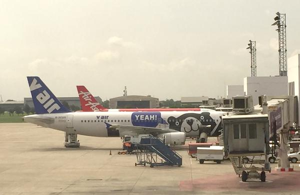 ドンムアン空港に駐機中のVエアの機材