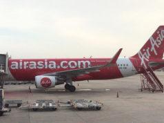 バンコク・ドンムアン空港に駐機中のタイ・エアアジア機