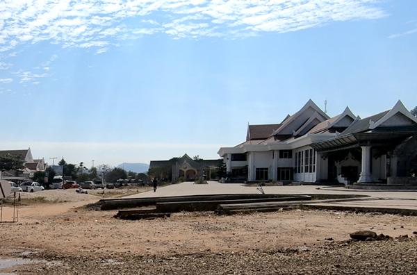 ラオス側イミグレの建物