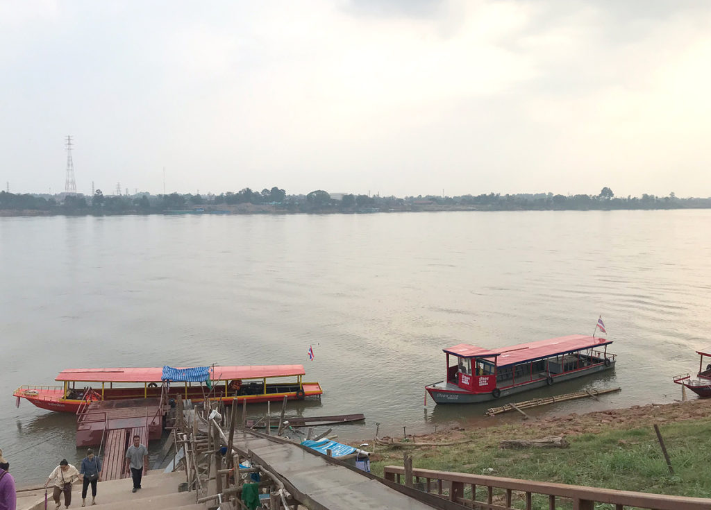 メコン川と国境船着き場