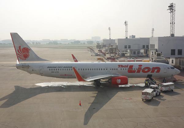 バンコク・ドンムアン空港に駐機中のタイ・ライオンエア機