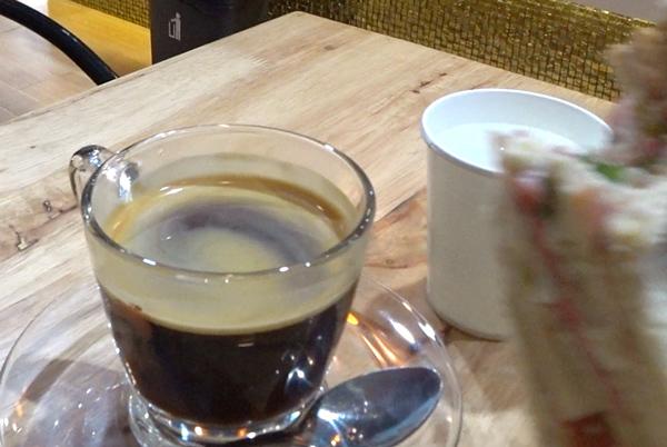 ドーイチャンコーヒーで朝食