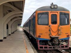 ターナレーン駅で出発を待つタイ国鉄車両
