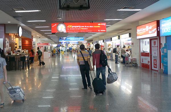 ウドンターニー空港ターミナル内の様子