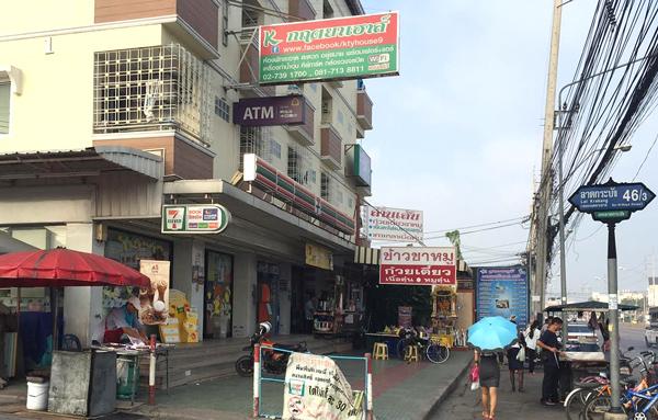 セブンイレブン、ATM、マッサージ店など
