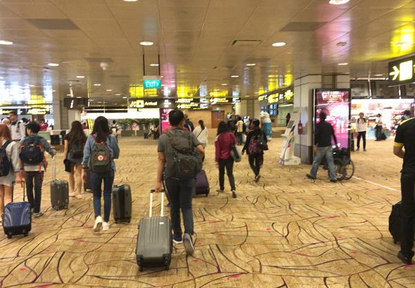 チャンギ空港ターミナル2に到着