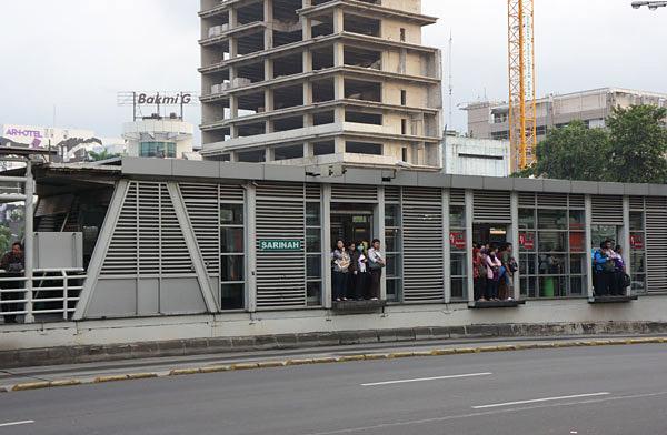 トランスジャカルタ サリナ駅