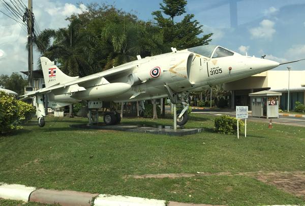 ハリアー戦闘機