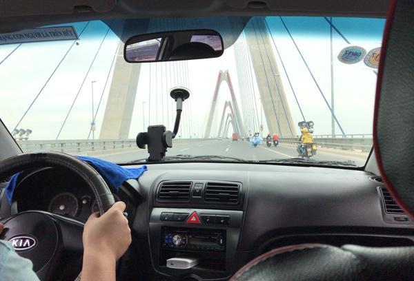 ニャッタン橋を通過